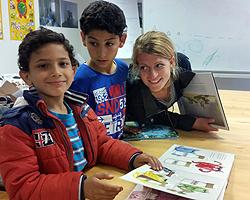 Kinder beim Deutschkurs