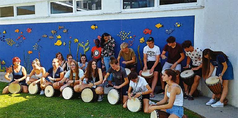Jugendliche beim Trommeln
